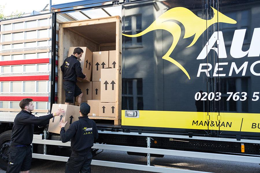 Providing the Best Removals Between London and Oxford
